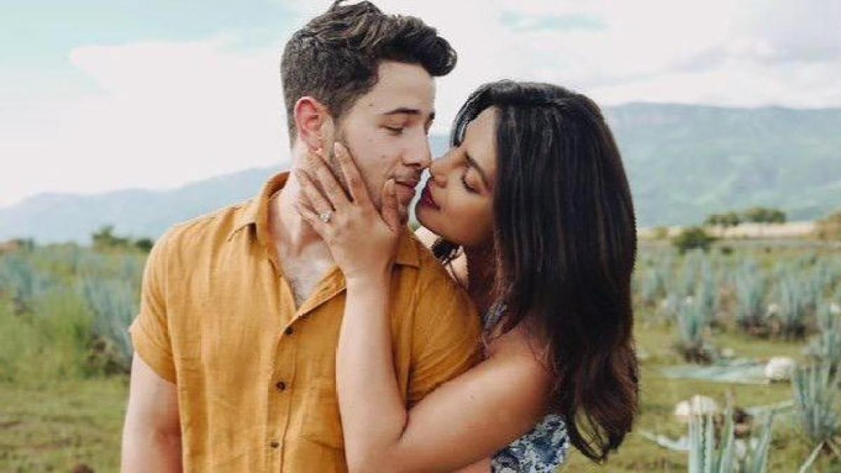 Check out Priyanka Chopra's dreamy picture with hubby Nick Jonas on Valentine's Day