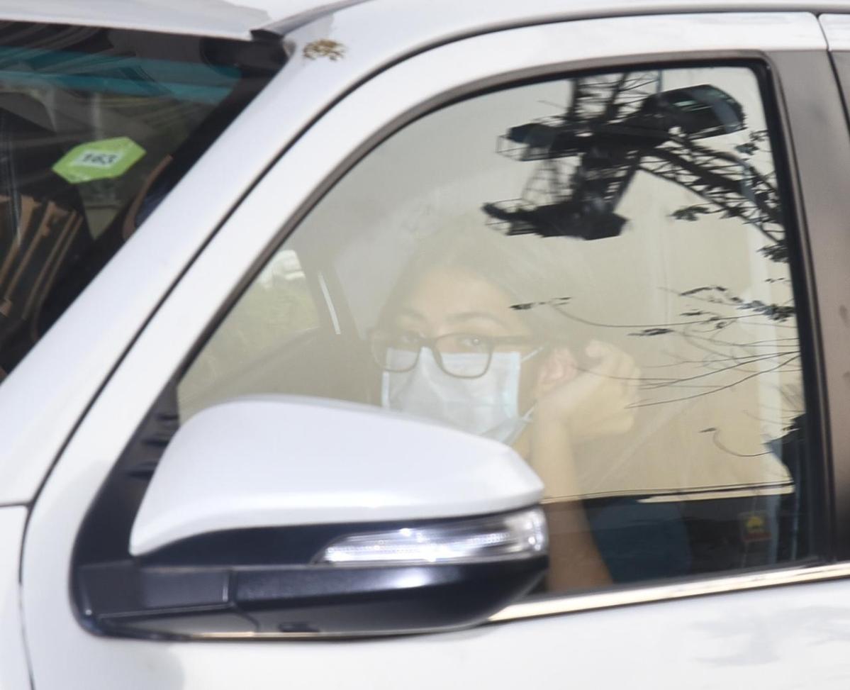 Kareena welcomes baby boy: Saif, Taimur, Karisma and Randhir Kapoor spotted at Mumbai's Breach Candy hospital; see pics