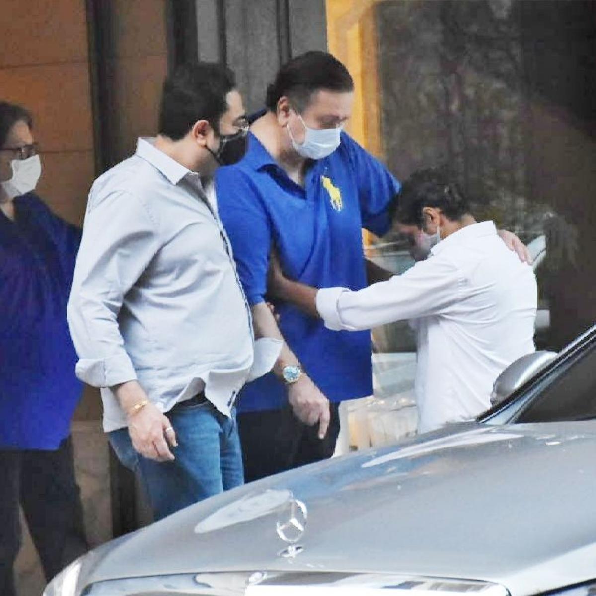 Ahead of Kareena Kapoor's delivery, parents Babita and Randhir visit Mount Mary Church in Bandra