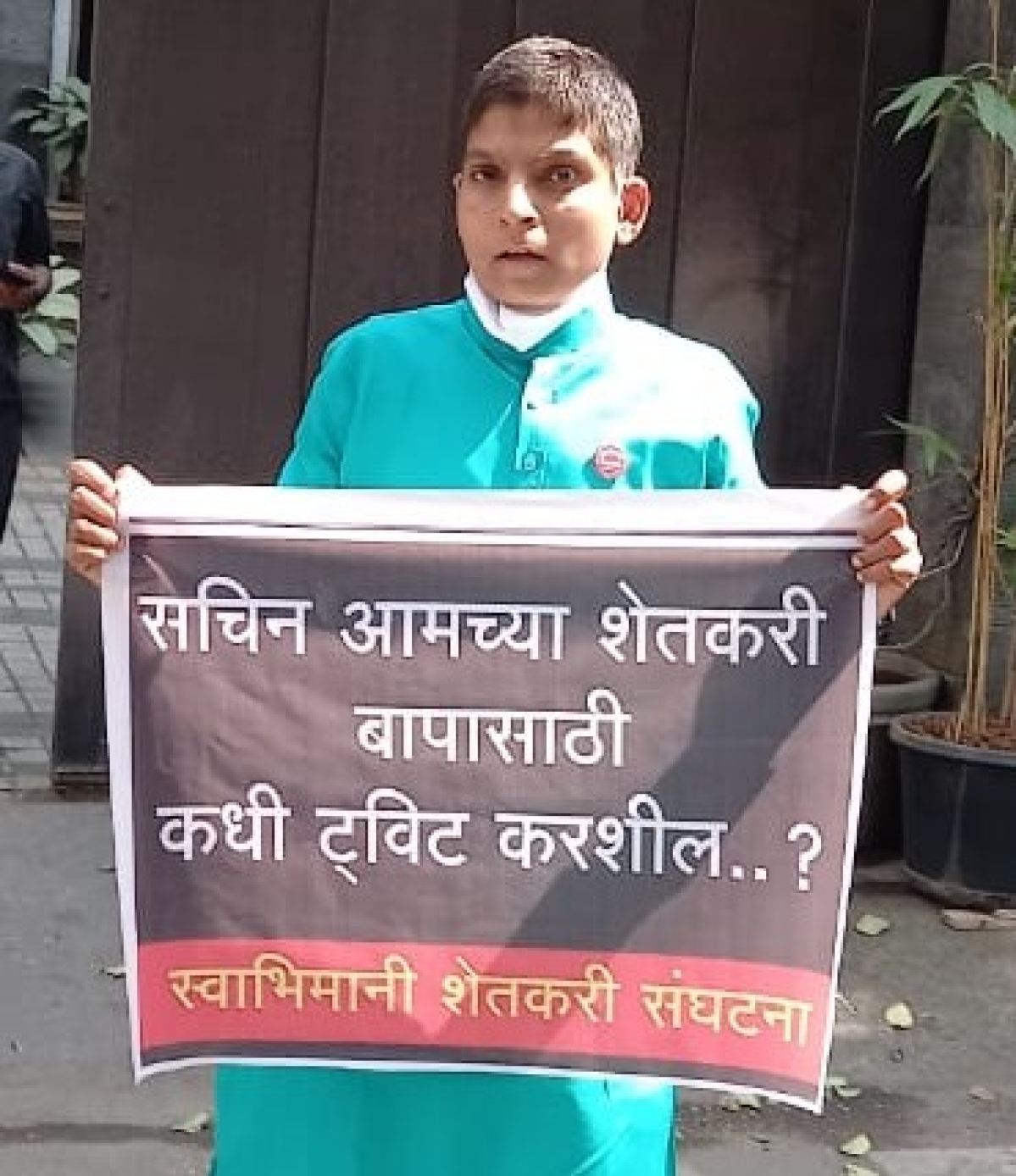 Swabhimani Shetkari Saghtana worker Ranjeet Bagal protest outside Sachin Tendulkar's house in Bandra.