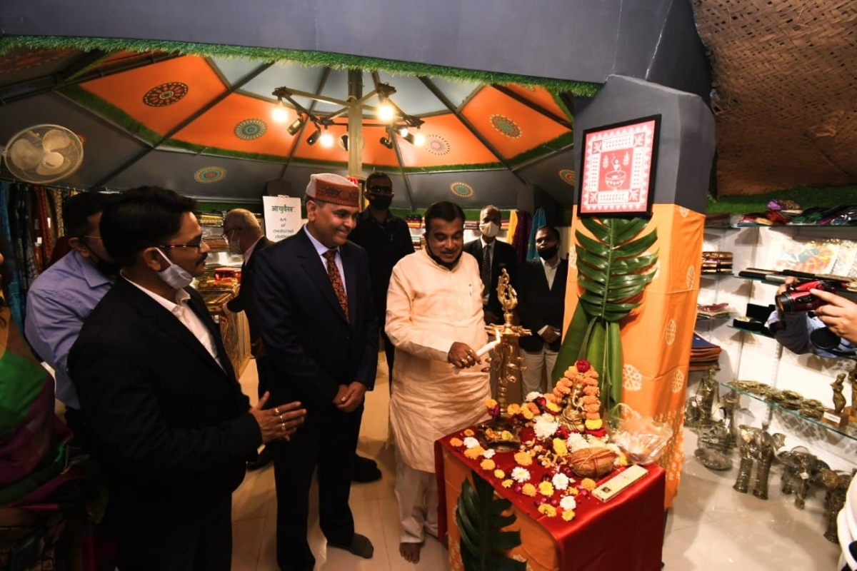 Union Minister for Micro, Small and Medium Enterprises Nitin Gadkari inaugurating Mrignayanee's 39th showroom in Nagpur on Sunday.