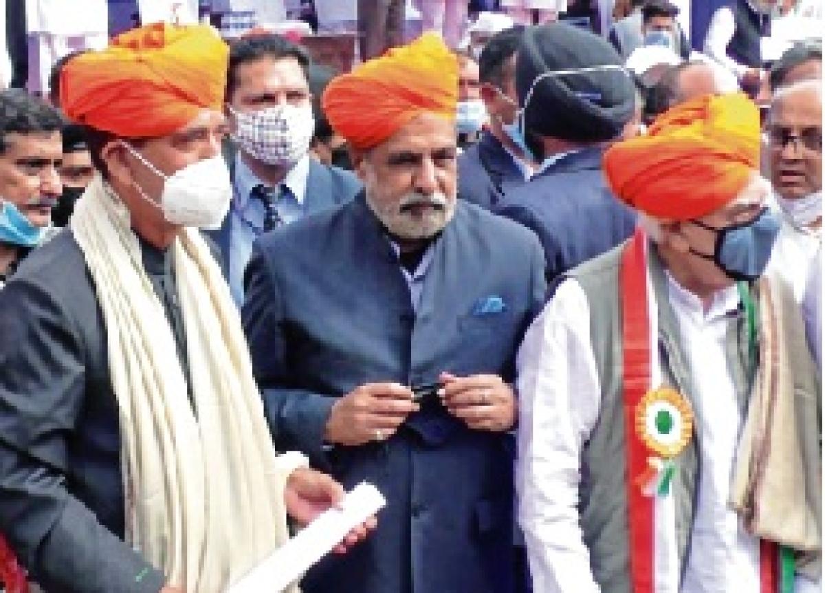 Ghulam Nabi Azad presses Priyanka Gandhi Vadra to head Congress