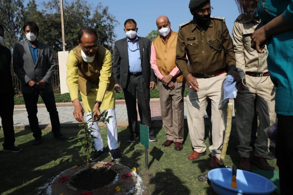 Madhya Pradesh: Chief minister Shivraj Singh Chouhan plants sapling at Secretariat to conserve environment
