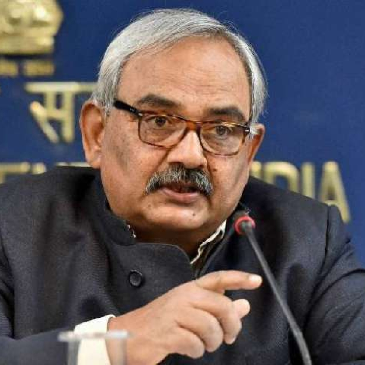 Former union home secretary Rajiv Mehrishi's mobile snatched by robbers in Jaipur