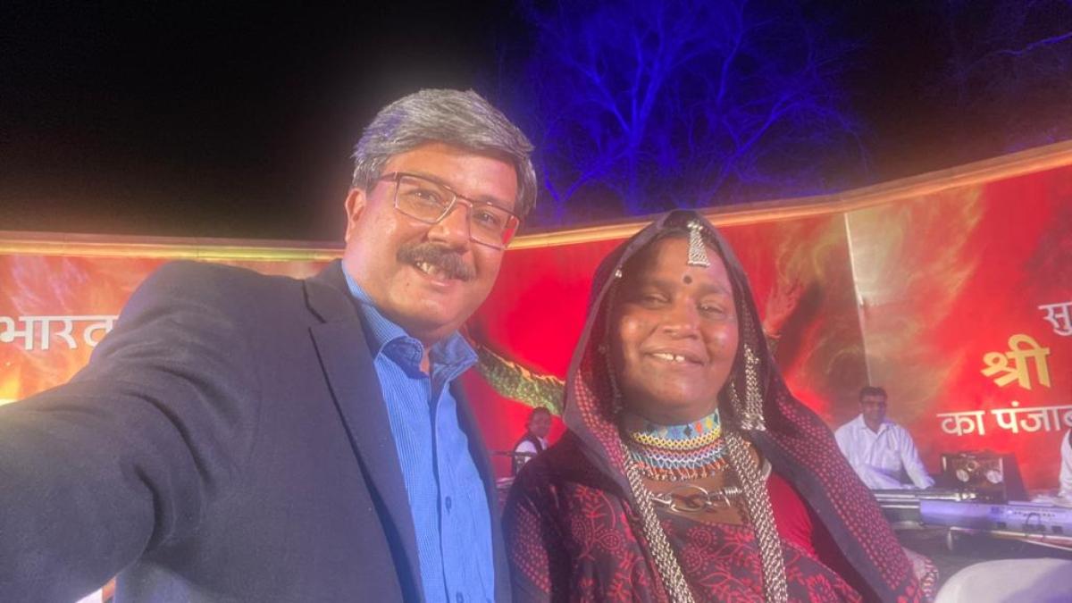Principal secretary, culture, Sheoshekhar Shukla took a selfie with Bhuri Bai on the dais
