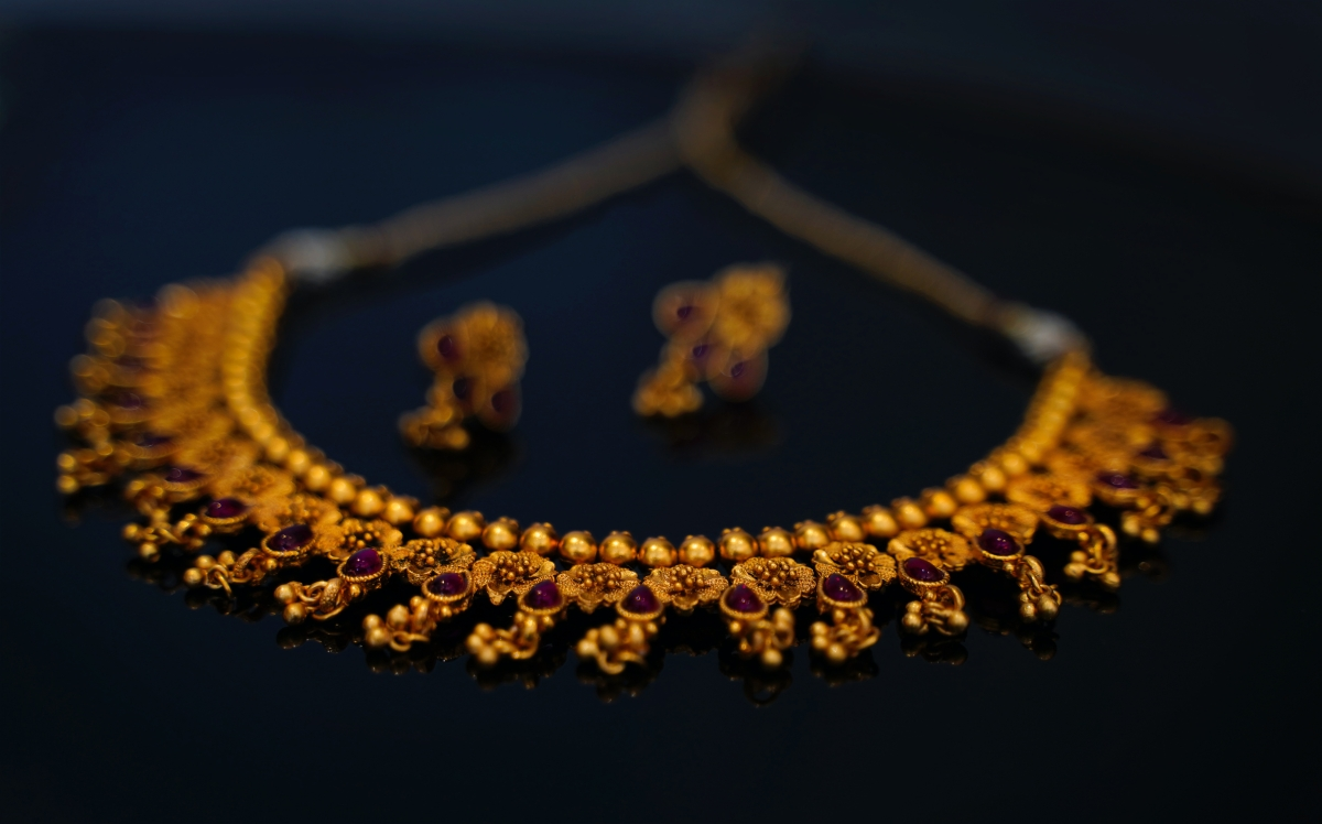 Gold price drops by Rs 300 per 10 gram; silver becomes costlier