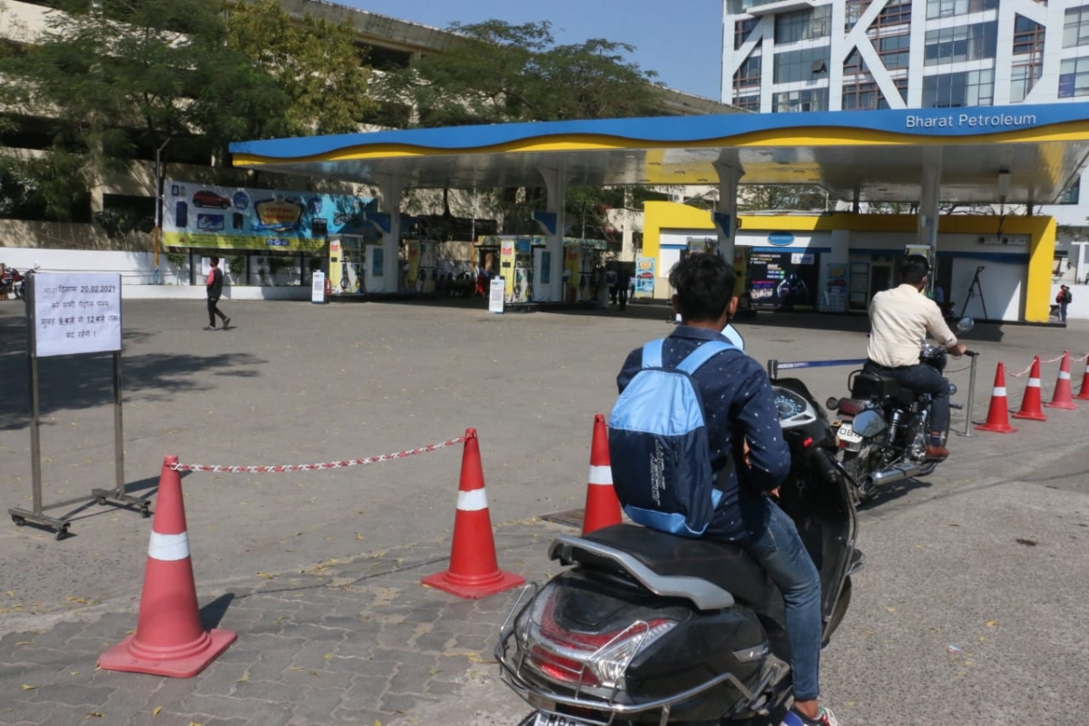 FPJ Fact Check: Has Mumbai Police instructed petrol pumps to sell fuel only to vehicles that have colour-coded stickers?