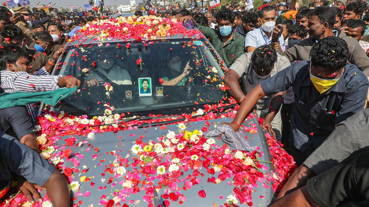 Sasikala returns to Tamil Nadu after four years to grand reception