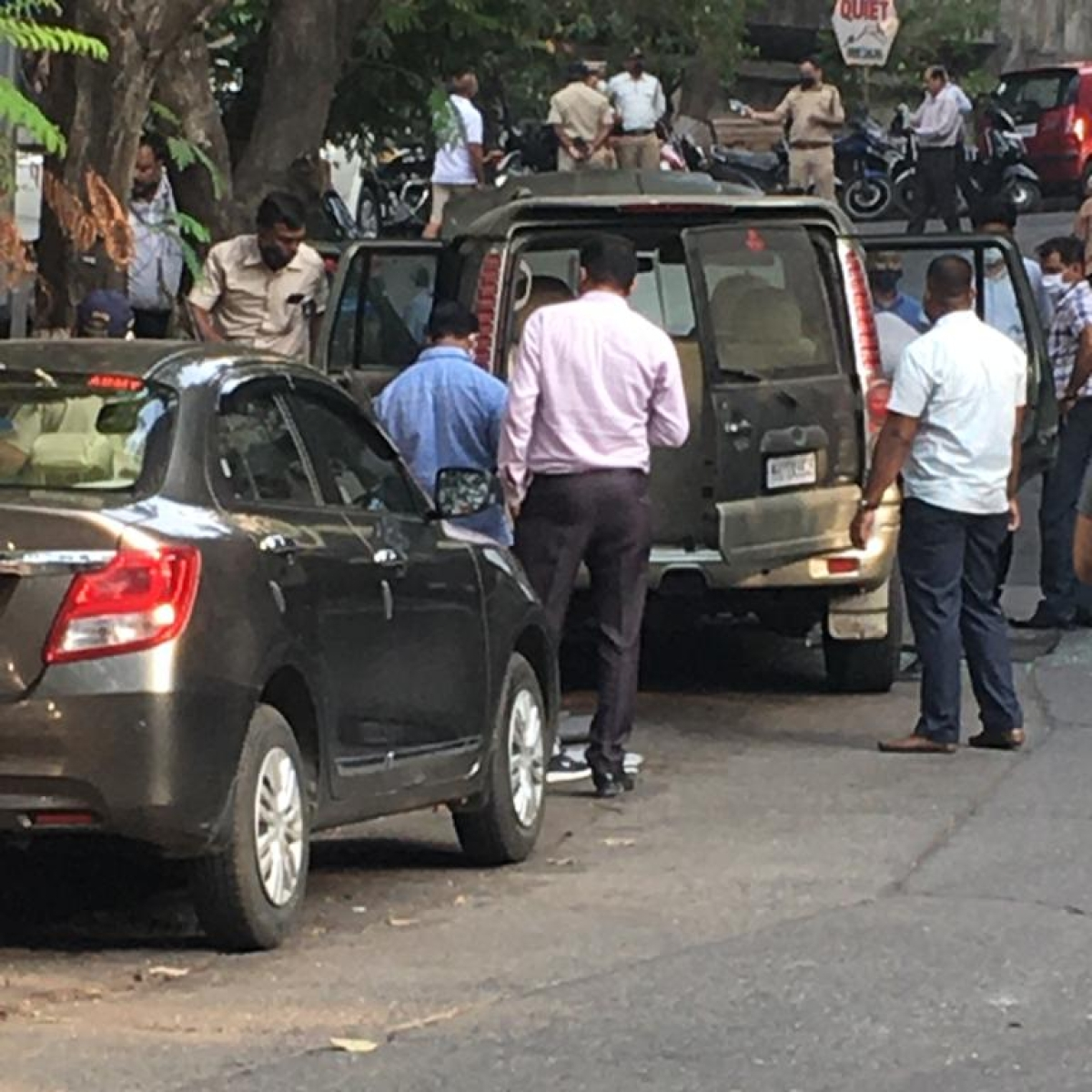 Antilia bomb scare: Owner of car found near Mukesh Ambani's residence commits suicide, body found in Thane's Kalwa creek