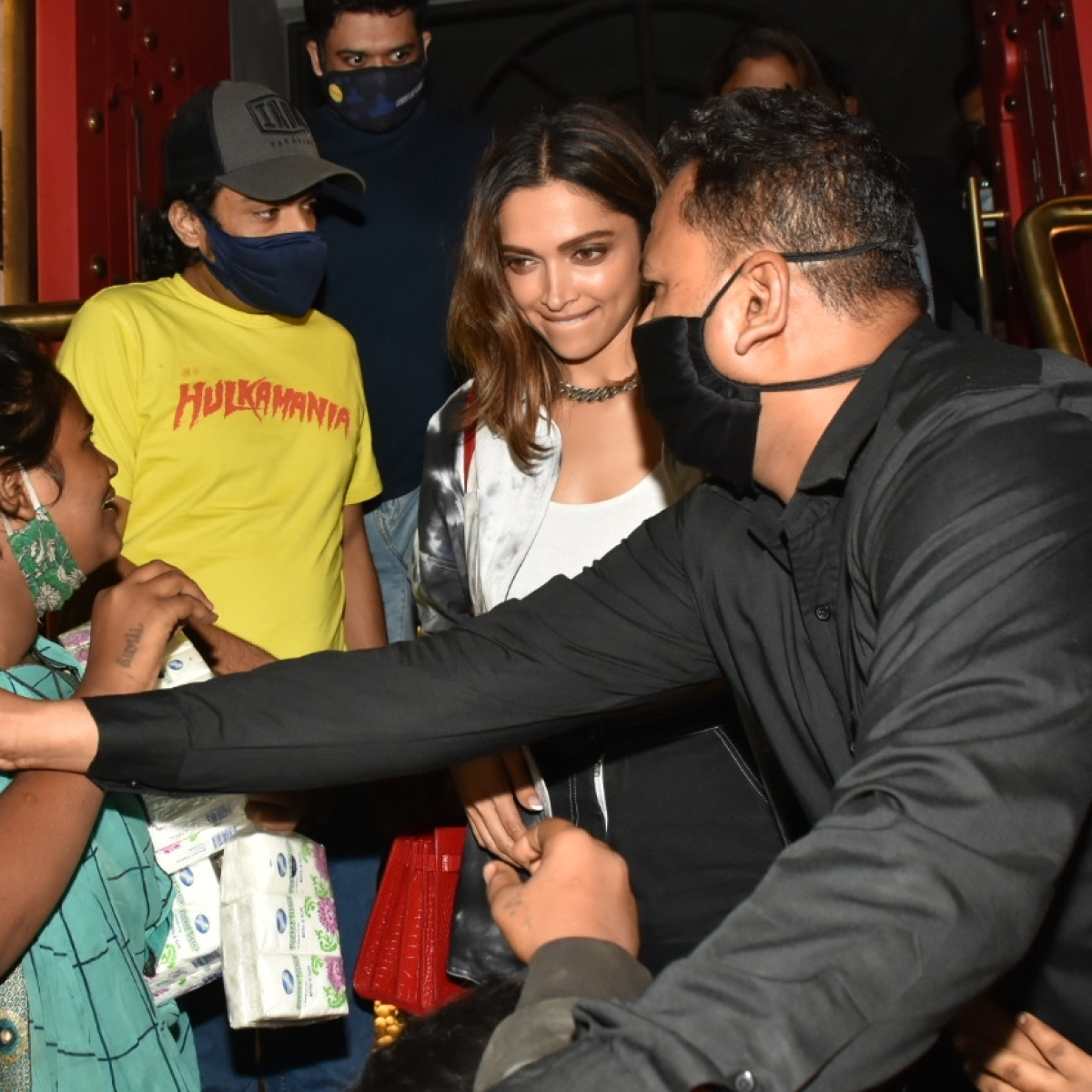 Watch: Woman tries to pull Deepika Padukone's Rs 1.6 lakh purse in viral video