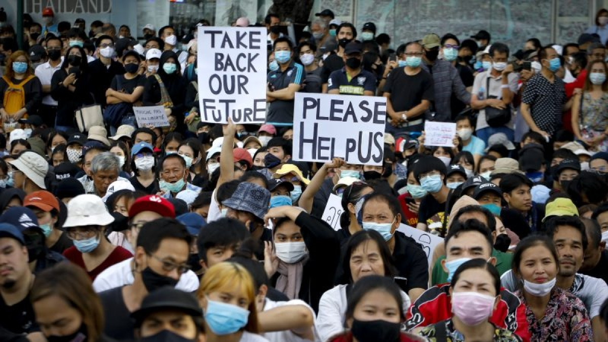 Thailand's pro-democracy protesters clash with police