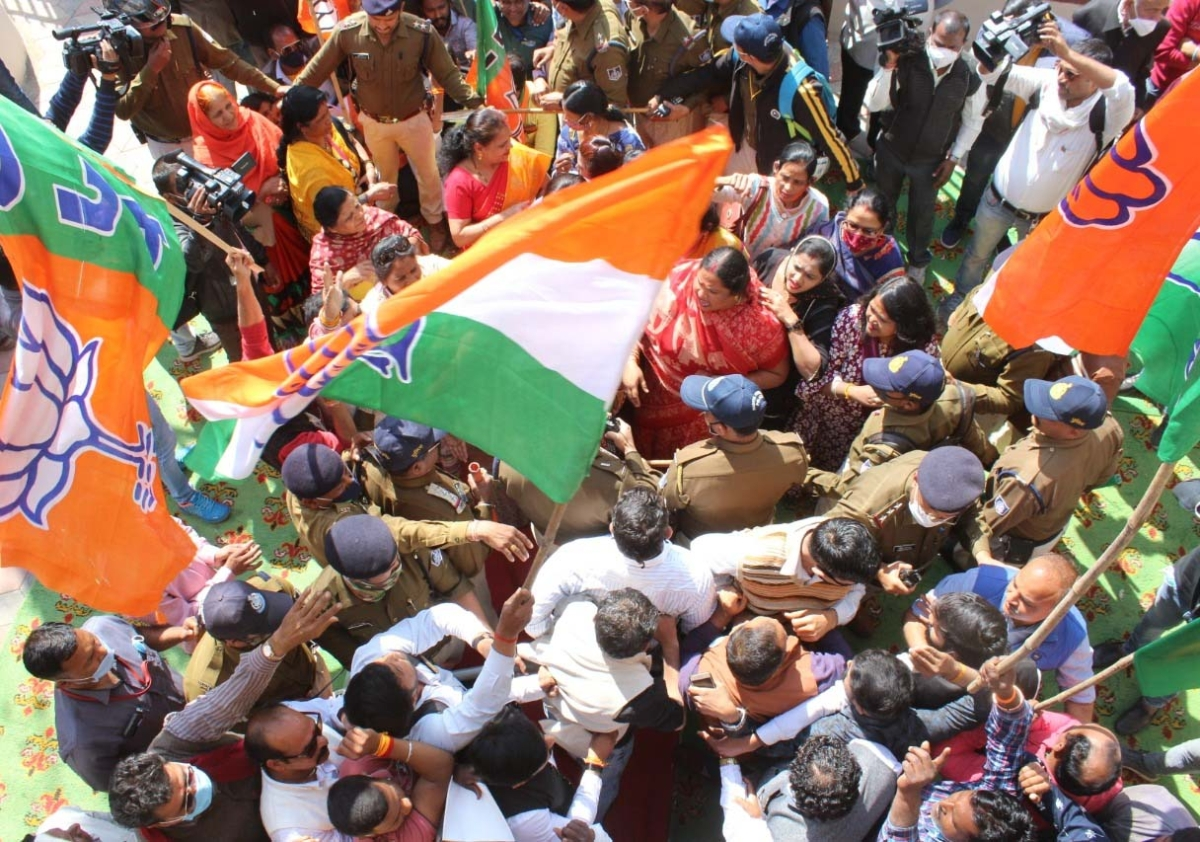 Bhopal: BJP, Congress workers clash over library inauguration