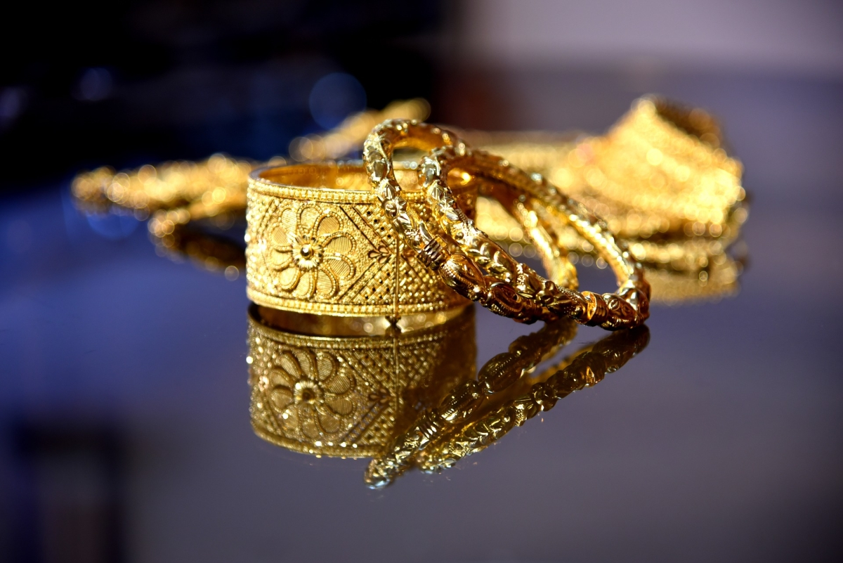 Gold becomes cheaper by Rs 200 per 10 gram; silver costlier by Rs 1,000