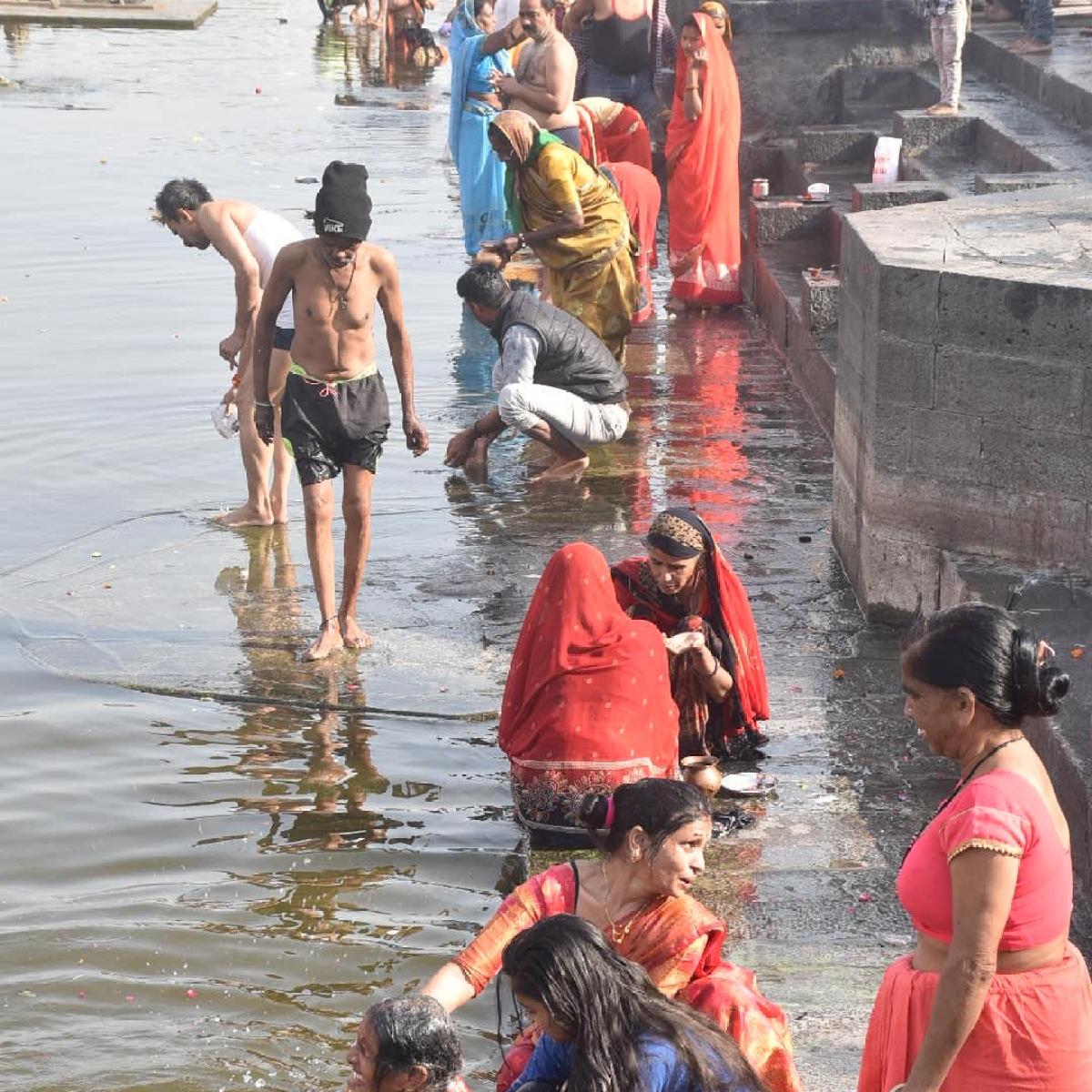 Ujjain: Silt hassles devotees at Kshipra ghats