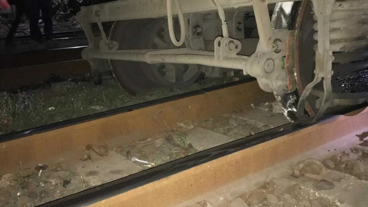 Mumbai: Trolley of CSMT-Hyderabad special train derails while departing; no injuries reported