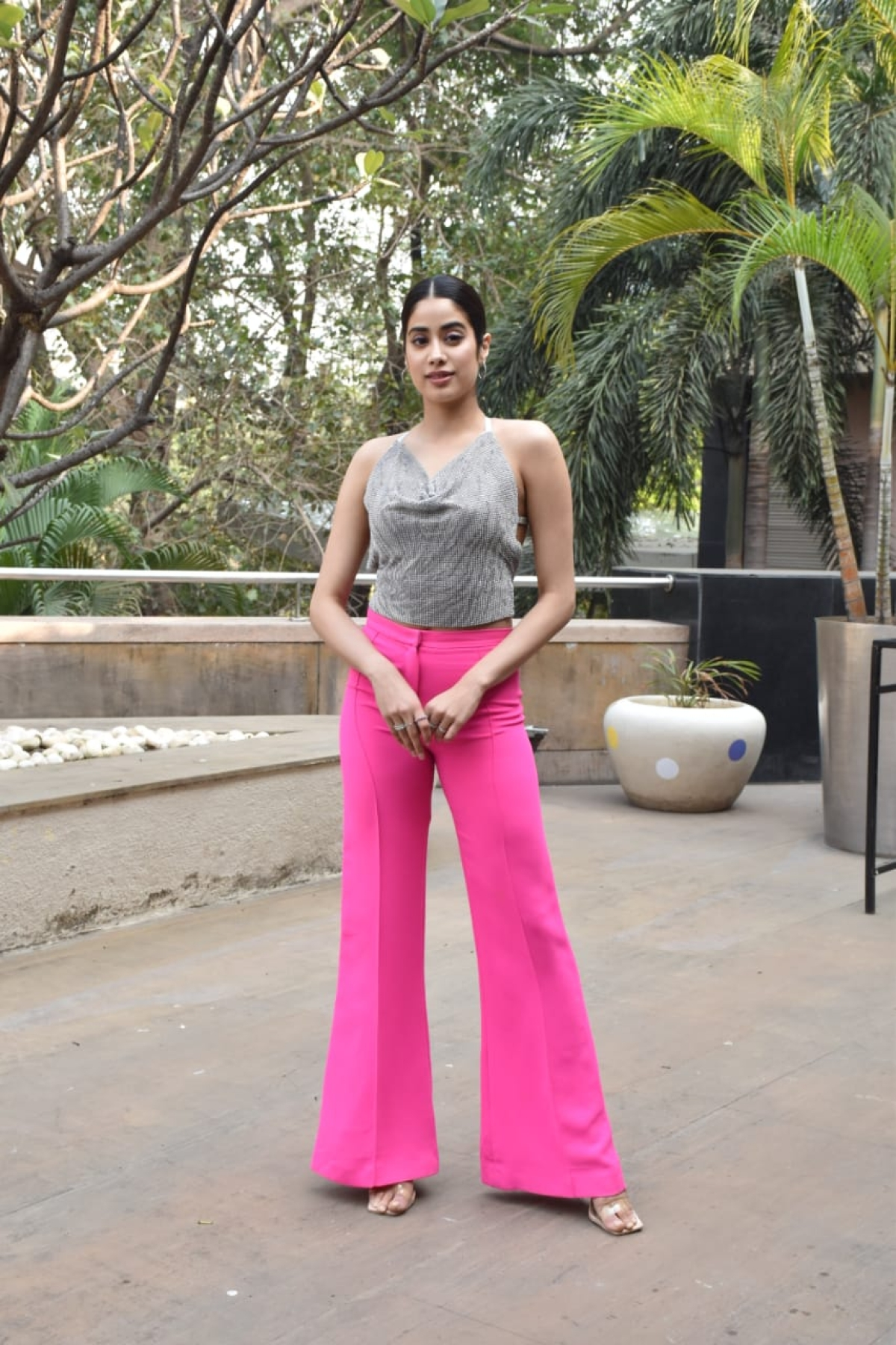 In pics: Janhvi Kapoor flaunts her sexy back in a shimmery sequinned top during 'Roohi' promotions