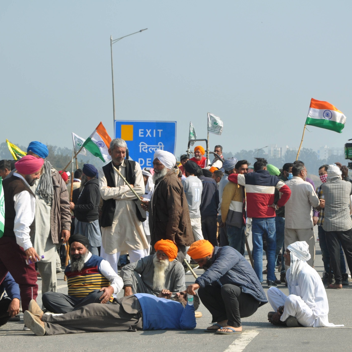 Delhi: Tikri, Singhu, Ghazipur borders remain closed as farmers continue protest