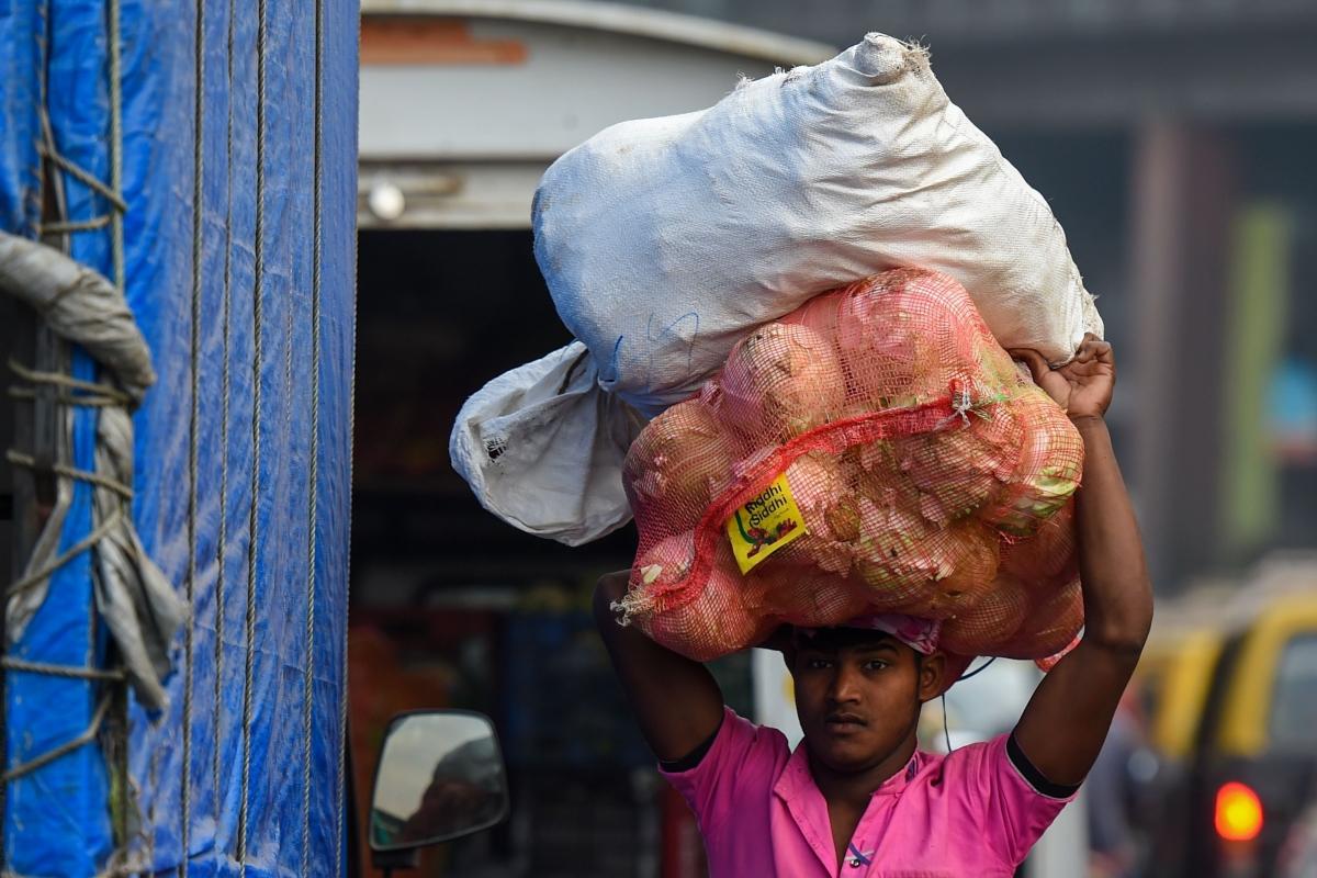APMC Mathadi workers go on strike over weight of sacks