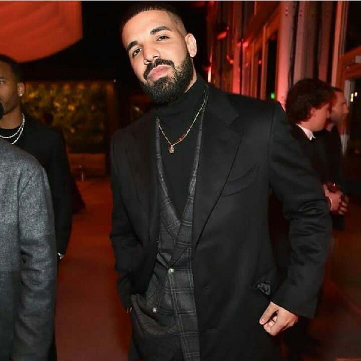 Woman armed with knife tries to get into rapper Drake's property in Canada
