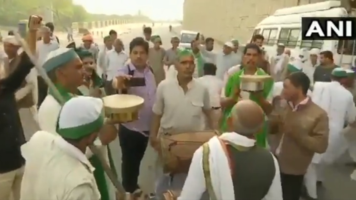 Watch: Farmers protesting at Ghazipur border celebrate Holi