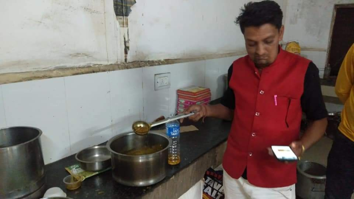 Guna: Chicken party in government hospital proves costly, food department incharge, mess servant suspended