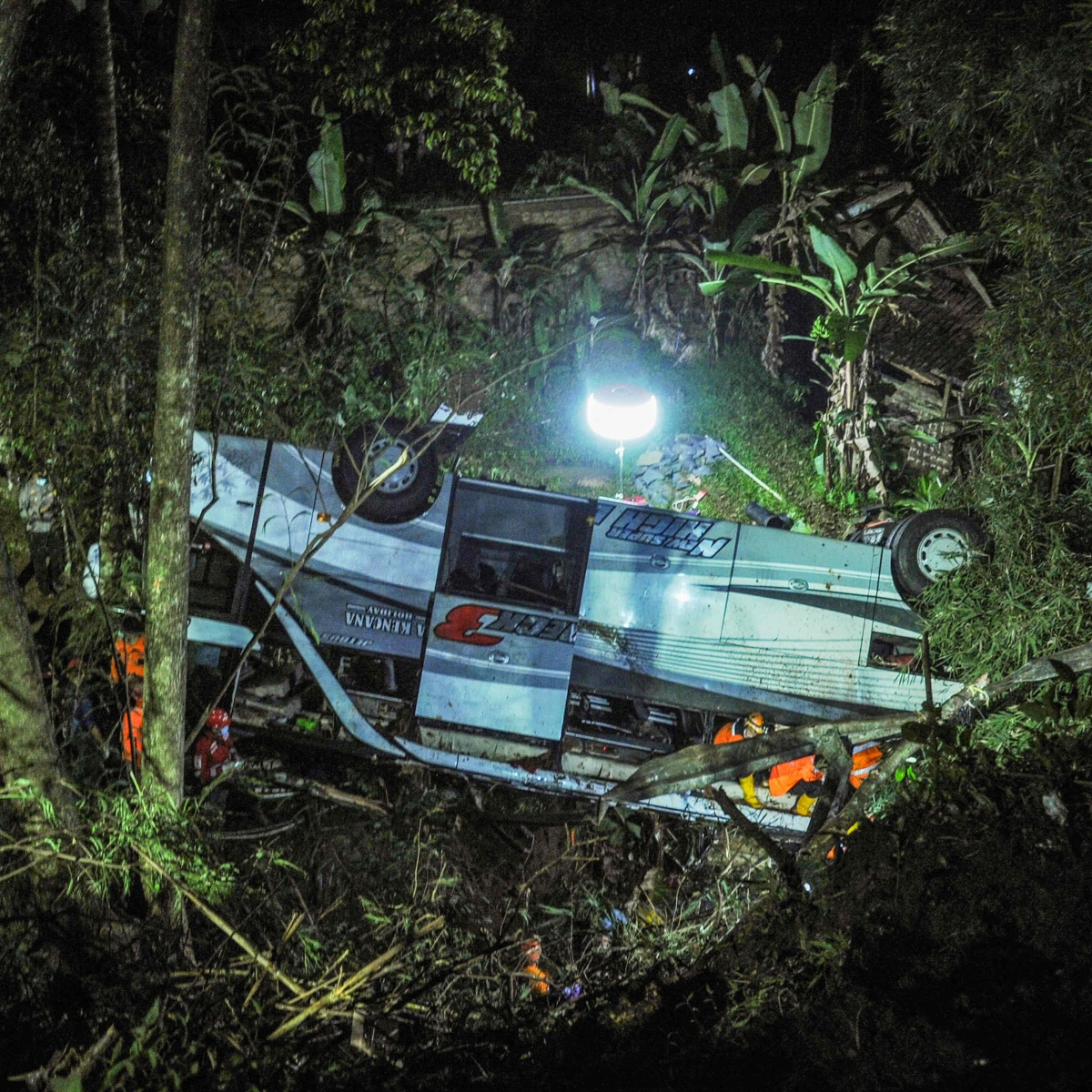 27 killed, 39 injured after Indonesia bus carrying school children plunges into a ravine