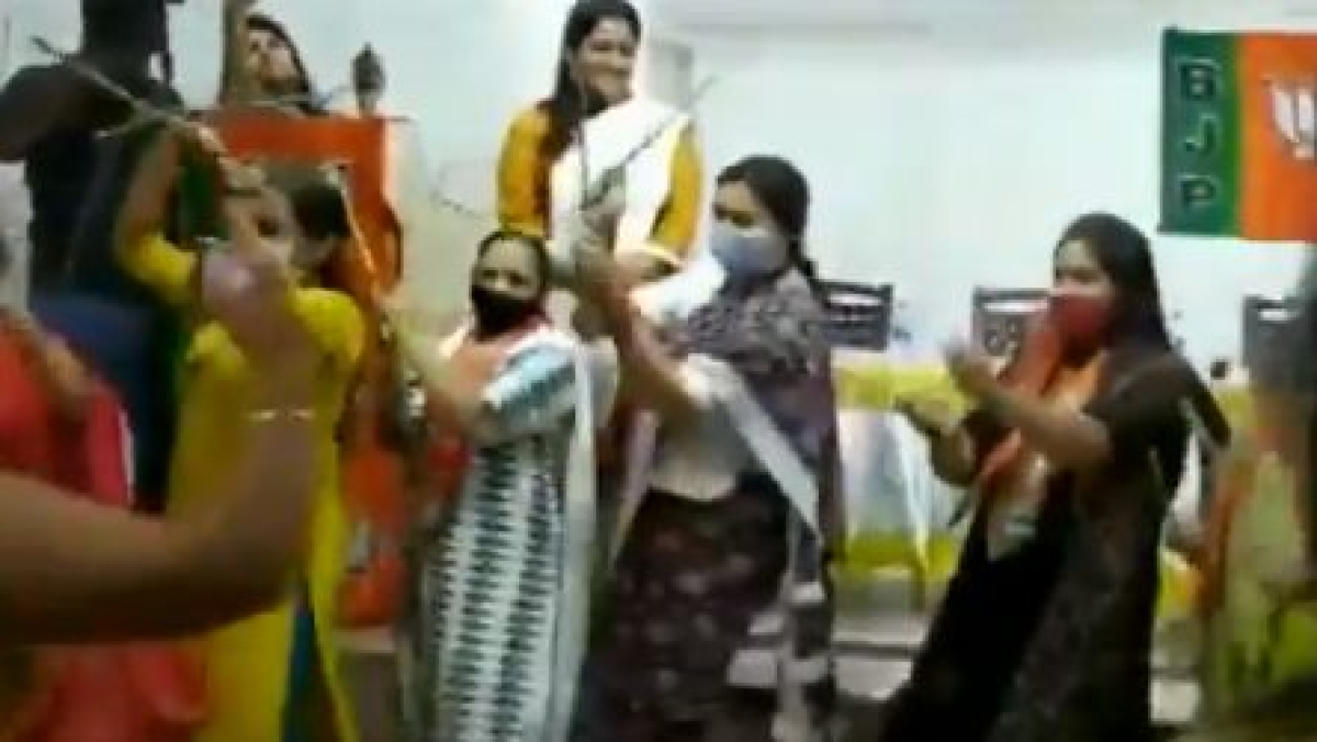 Watch: Union Minister Smriti Irani performs traditional dance with BJP workers during Tamil Nadu election campaign