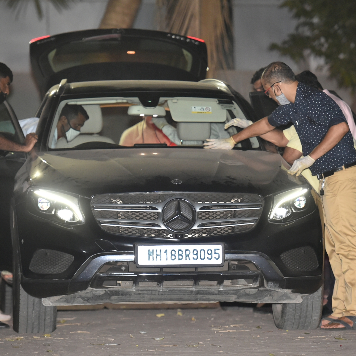 Antilia bomb scare: NIA seizes Mercedes car used by Sachin Vaze, recovers Rs 5 lakh from vehicle