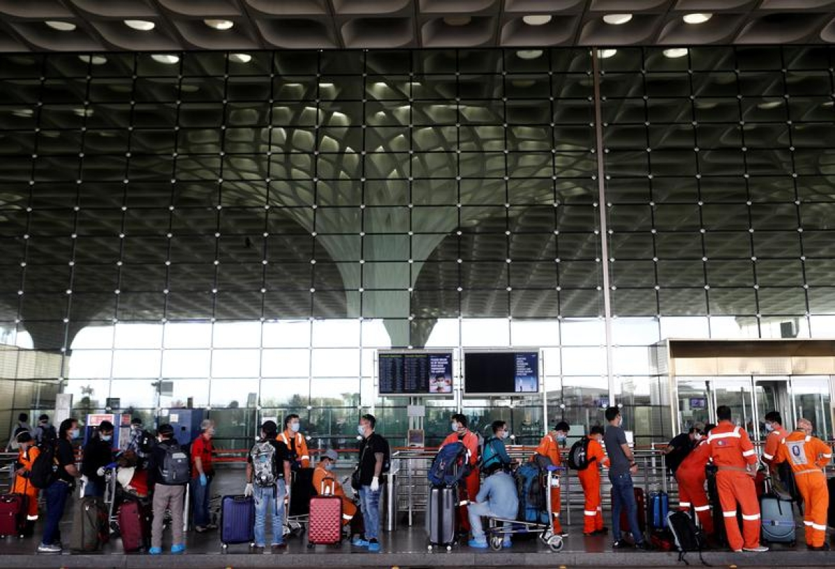Offload: Delhi High Court tells airlines on passengers not wearing mask