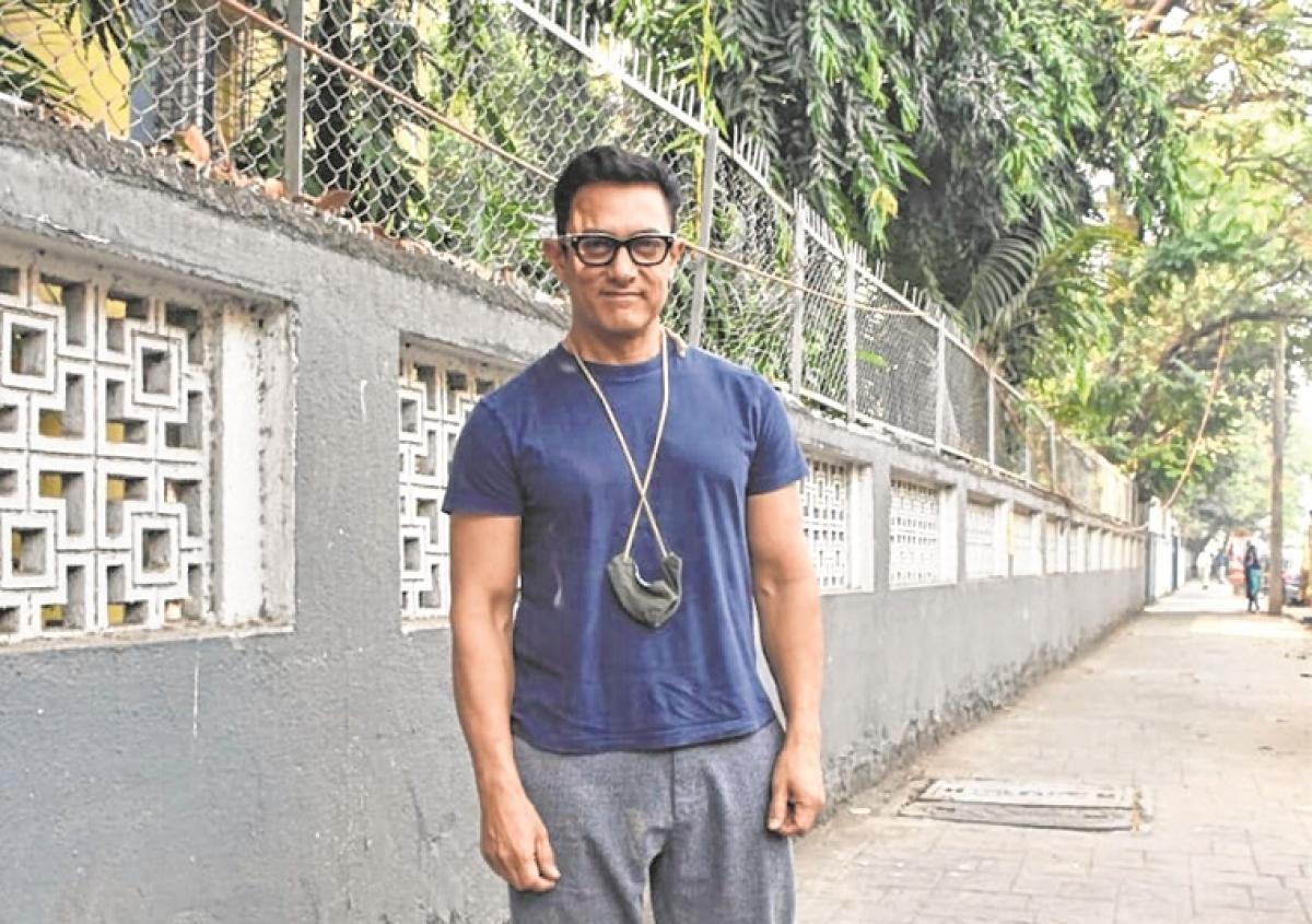 Aamir Khan gets into hipster mode