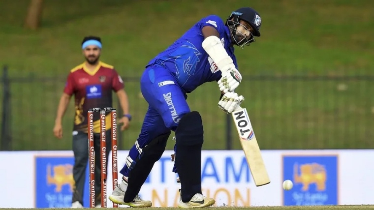 Thisara Perera becomes first Sri Lankan to smash six sixes in an over
