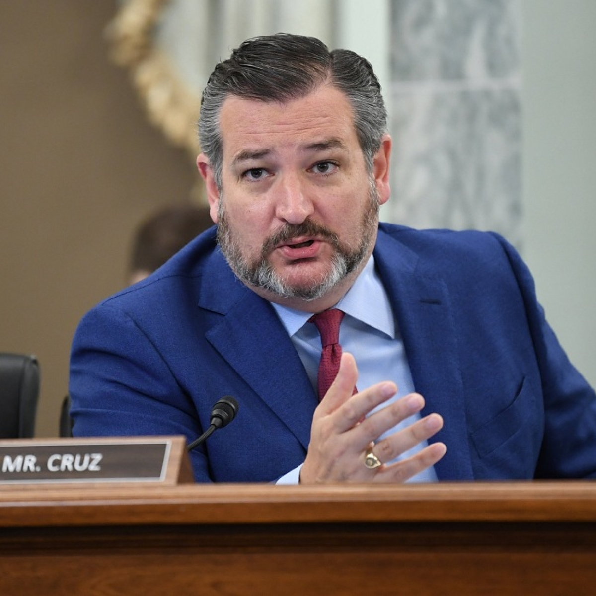 Experts share tips for being a good leader and avoid faux pas like Ted Cruz
