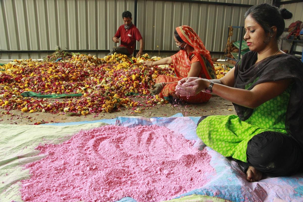 Phoolon ke rang se: Making Holi colour from petals in Khajrana Temple, Indore