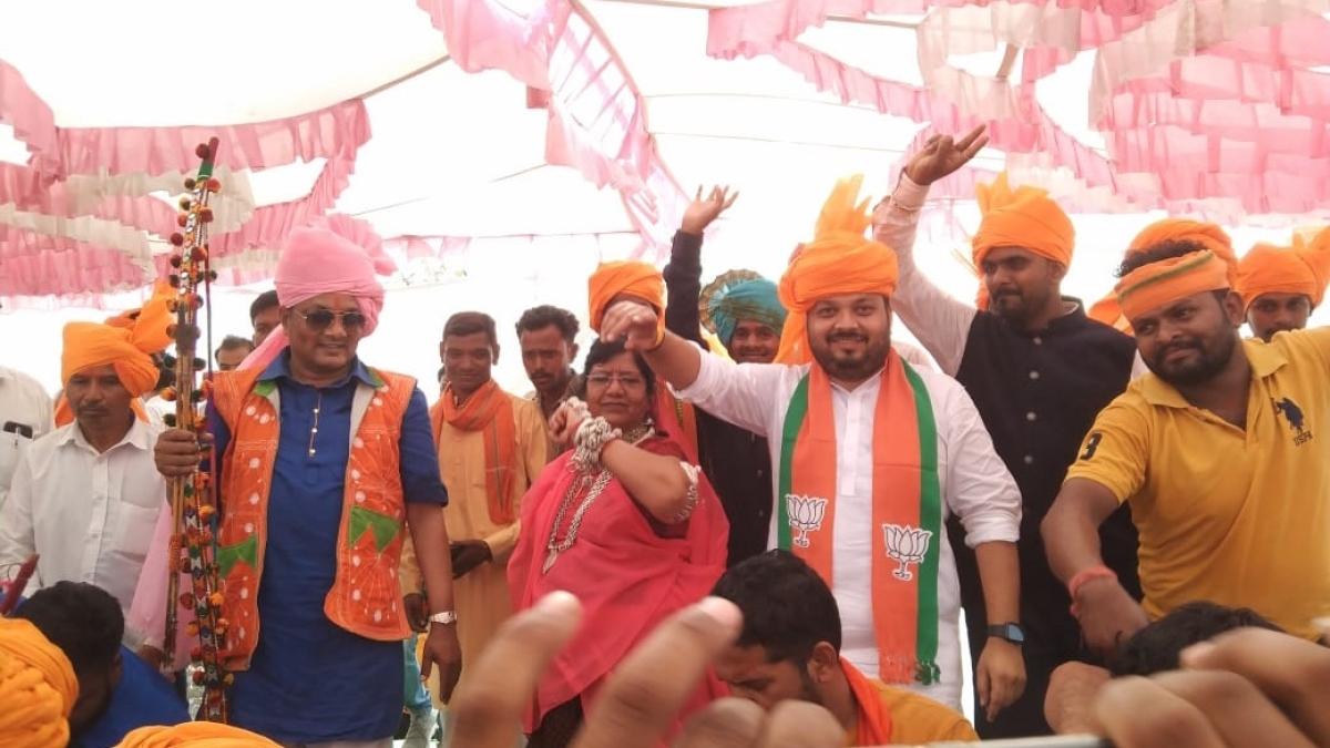 Madhya Pradesh: Annual Bhagoriya Haat celebrated, administration distributes masks