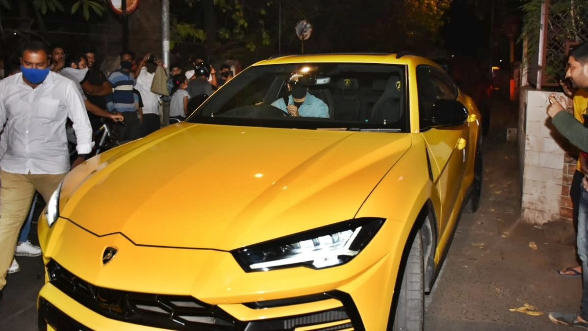 Ranveer Singh borrows Rohit Shetty's Rs 3 crore bright yellow Lamborghini Urus for a ride on Mumbai streets