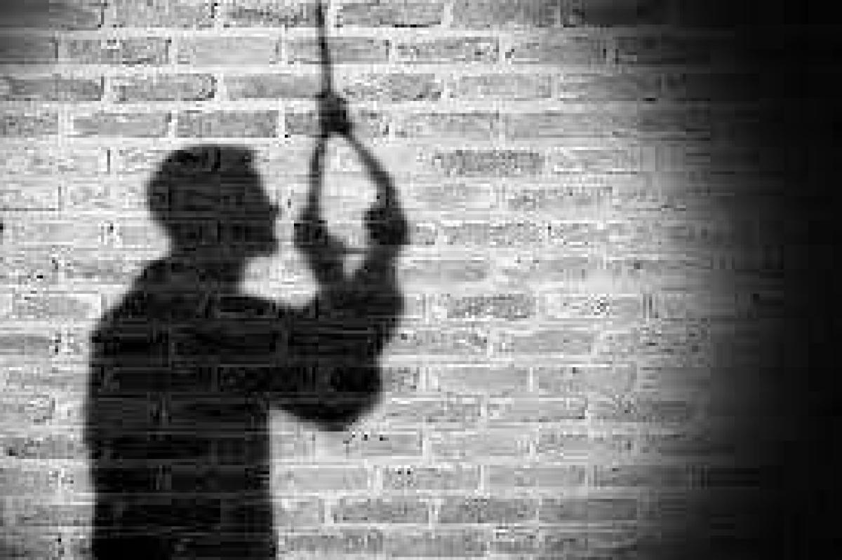 Dhar: Teacher kills self at his house