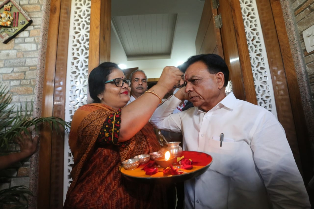Madhya Pradesh Finance Minister Jagdish Devdas wife perform pooja as he leaves to present the budget of the state for the year 2021-22 in Bhopal on Tuesday.