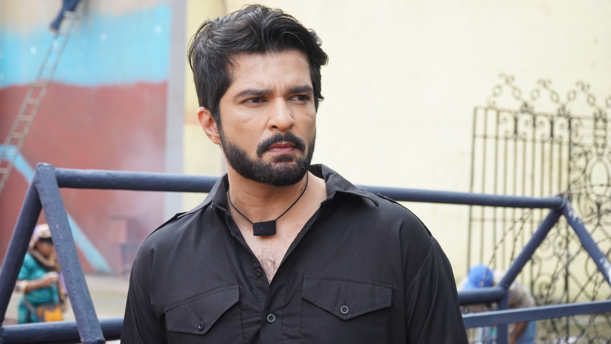 'I was talking to my therapist, throughout the shoot', says Raqesh Bapat on playing a dark character