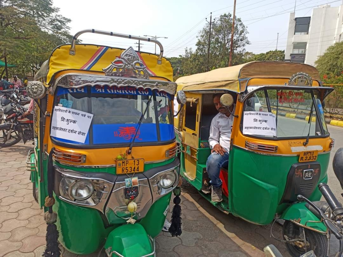Ujjain: Auto-rickshaw drivers provide free rides to devotees