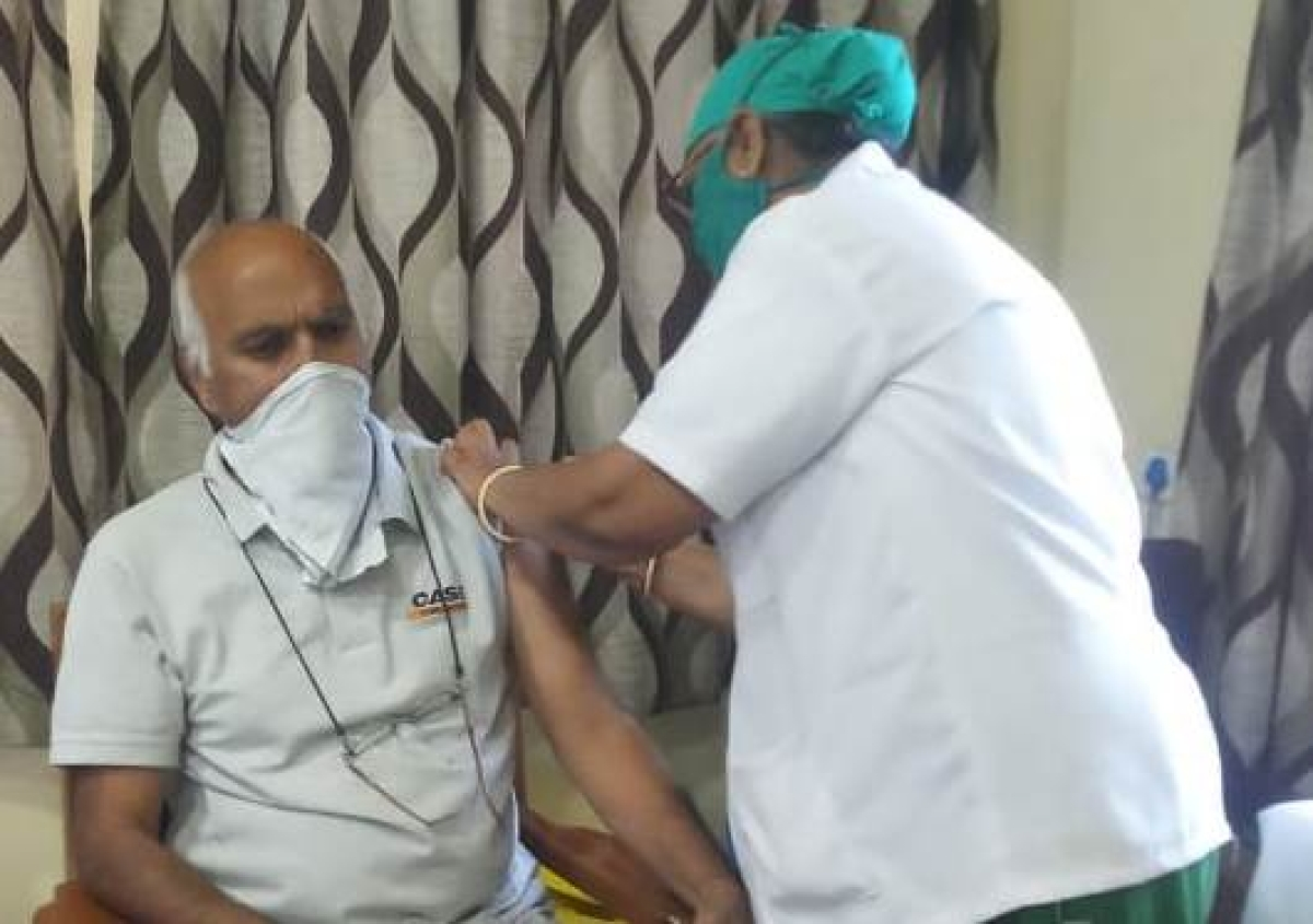 Ravi Kumar Jain, 65, was the first person to be vaccinated at MY Hospital corona vaccination centre in Indore on Monday (Representative Photo)