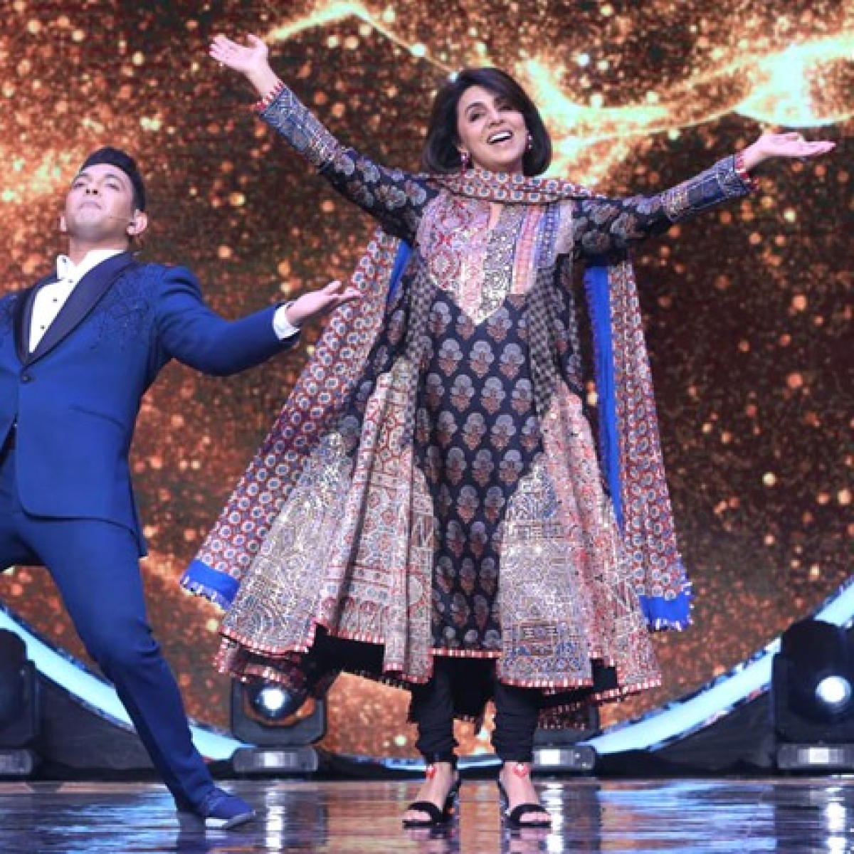 'I will not get sad': Neetu Kapoor remembers Rishi Kapoor, dances to 'Khullam Khulla Pyar Karenge' - watch video