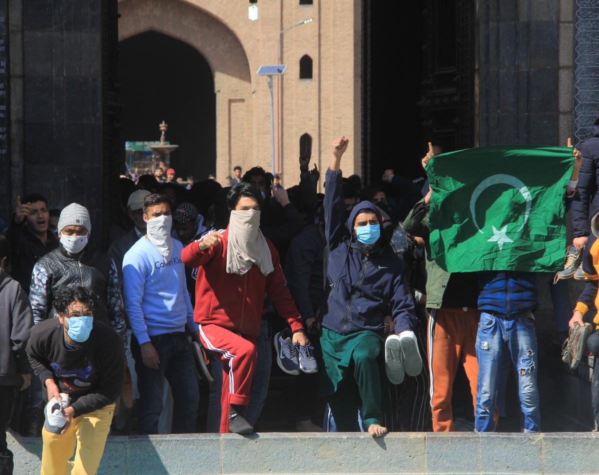 In Pics: Clashes erupt between protesters, security forces in Srinagar over house arrest of Hurriyat leader Mirwaiz Umar Farooq