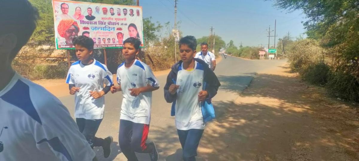 Bhopal Showing the way ahead, three Bina marathoners cover 176 km in three days to reach Bhopal capital