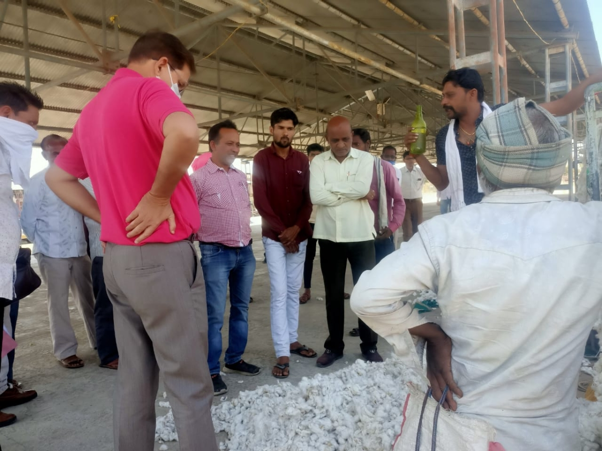 Madhya Pradesh: Farmers in Kukshi now at the mercy of traders after CCI stops cotton purchase
