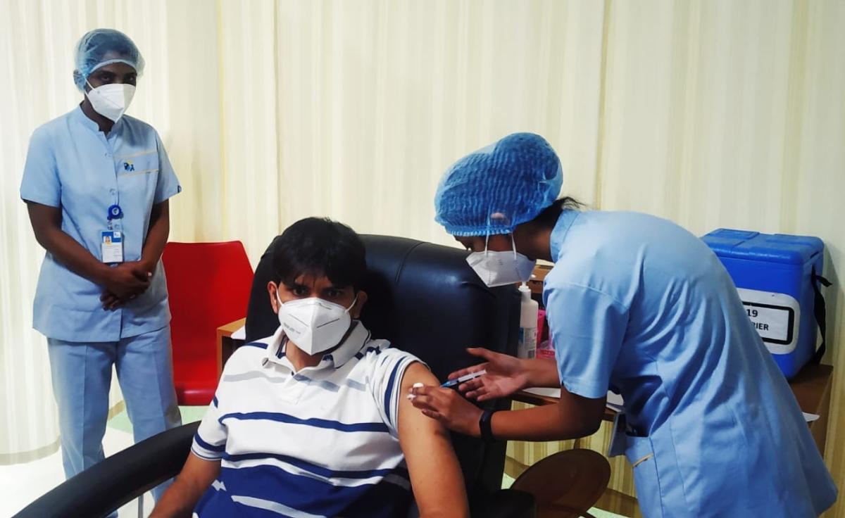 Navi Mumbai: NMMC chief Abhijit Bangar takes first dose of COVID-19 vaccine at Apollo Hospital