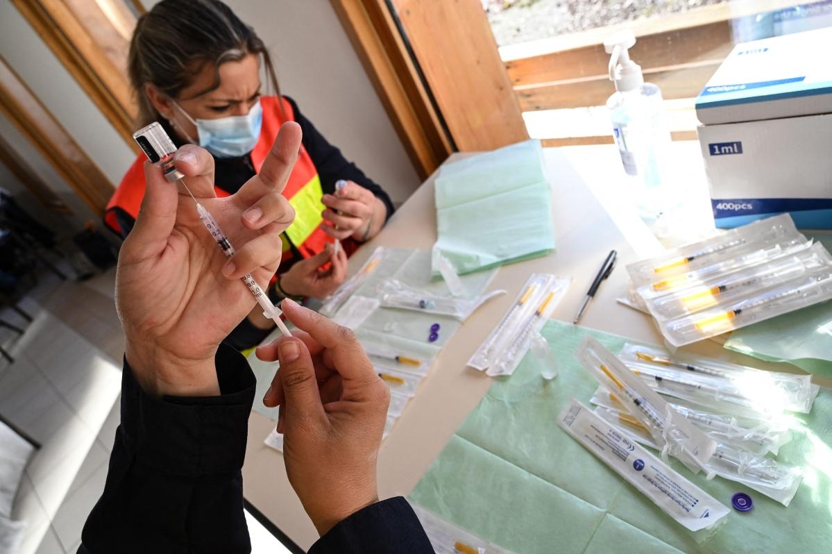 BioNTech-Pfizer COVID-19 vaccine 100% potent among adolescents