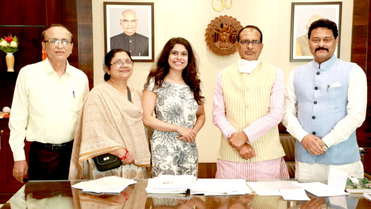 Bhopal: Chief minister discusses portrayal of women empowerment in cinema with filmmaker Shweta Rai