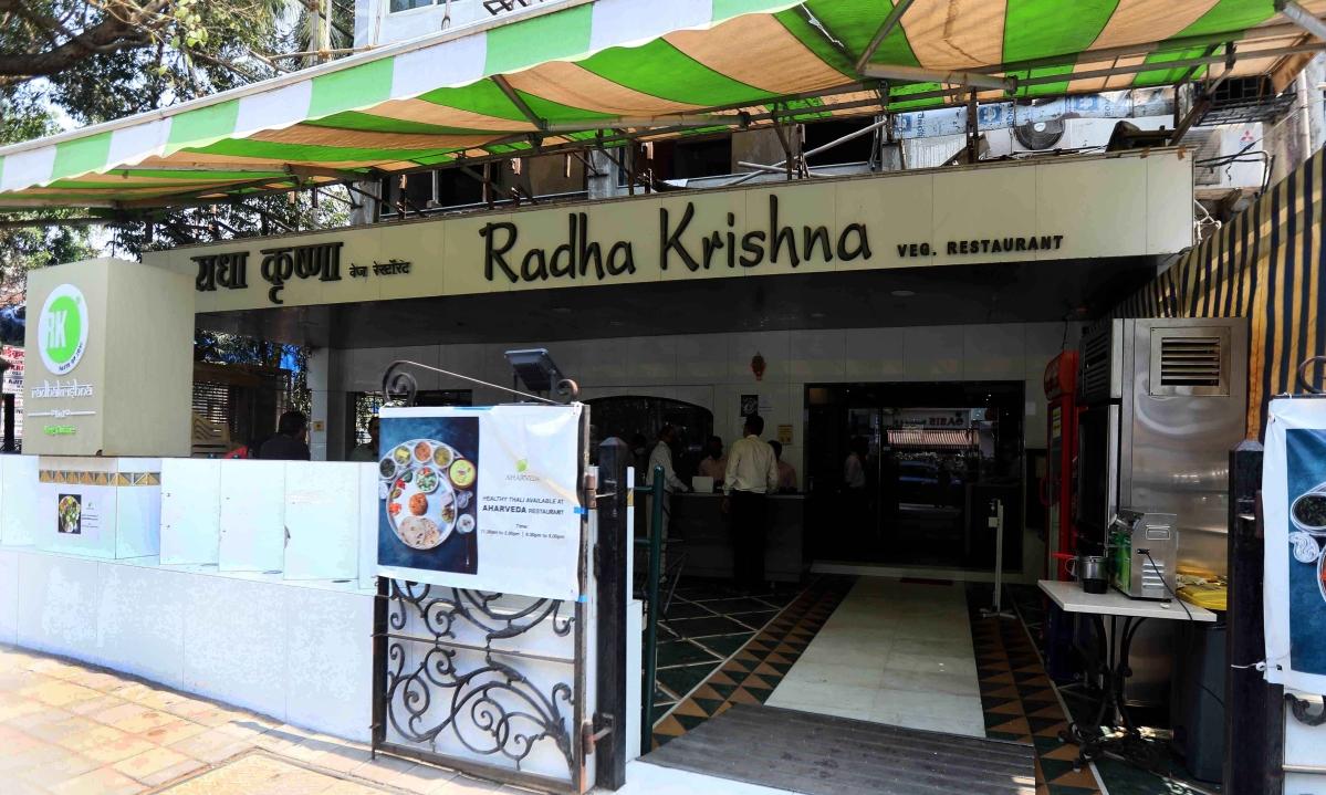 Watch - Mumbai Unlock Day 1: Restaurants re-open with 50 per cent capacity, Mumbaikars step out for breakfast