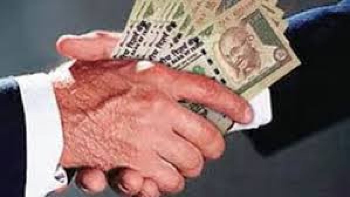Gwalior: Government clerk caught taking Rs 20,000 bribe from farmer