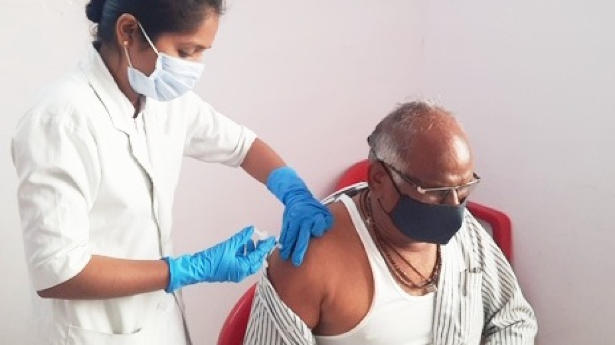 Covid vaccination in Madhya Pradesh: Citizens step towards the jab in Khandwa, Khargone, Khetia and other districts of the state